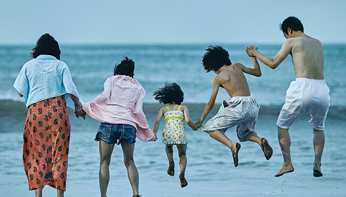 Family jumps into the waves of the ocean