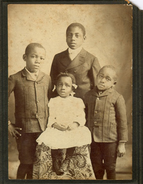 A 1901 photograph of Ruth Ellis and her brothers.