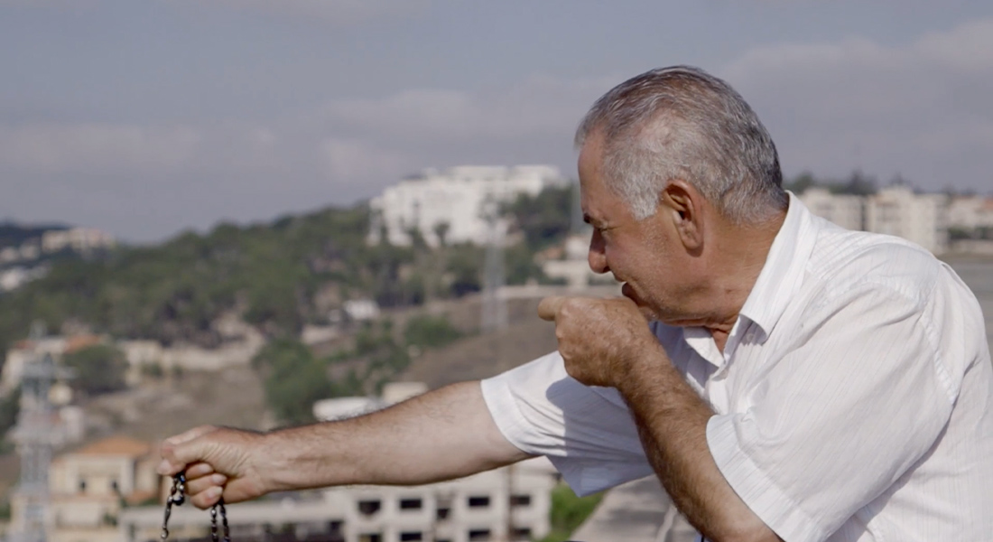 A man mimicking an aiming gesture.